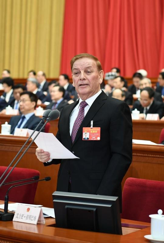 3月12日,十三届全国人大二次会议在北京人民大会堂举行第三次全体会议。艾力更·依明巴海主持会议。