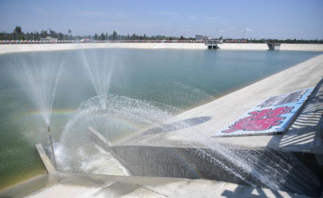 福建向金门供水工程实现正式通水,来自福建的清水流进金门田埔水库旁的受水池(2018年8月5日摄)。