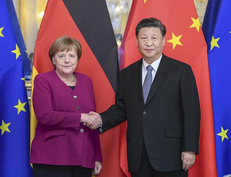3月26日,国家主席习近平在巴黎会见专程前来出席中法全球治理论坛闭幕式的德国总理默克尔。