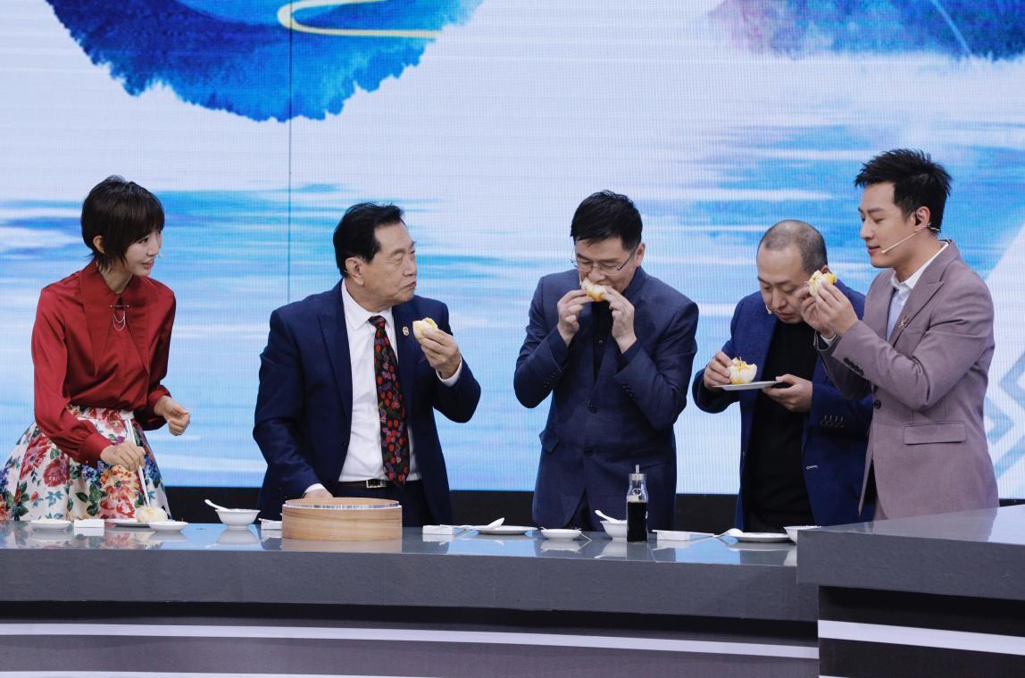 """""""神探""""李昌钰开启厨房侦查模式 破获蟹黄包做法之谜_央视网(cctv.com"""