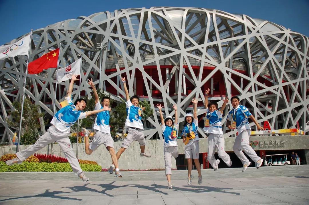 2008年北京奥运会期间,志愿者的微笑成为中国最好的名片