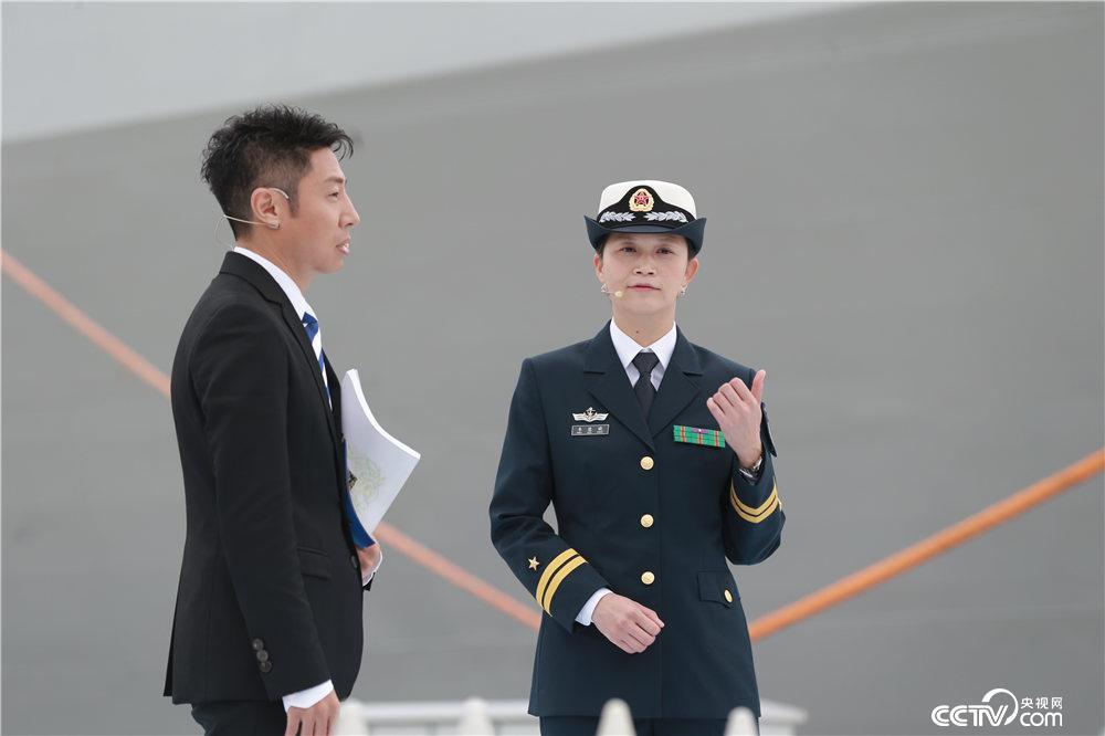 《开讲啦》视频人民首位女v视频海军韦慧晓开讲的妆舰长画眼图片
