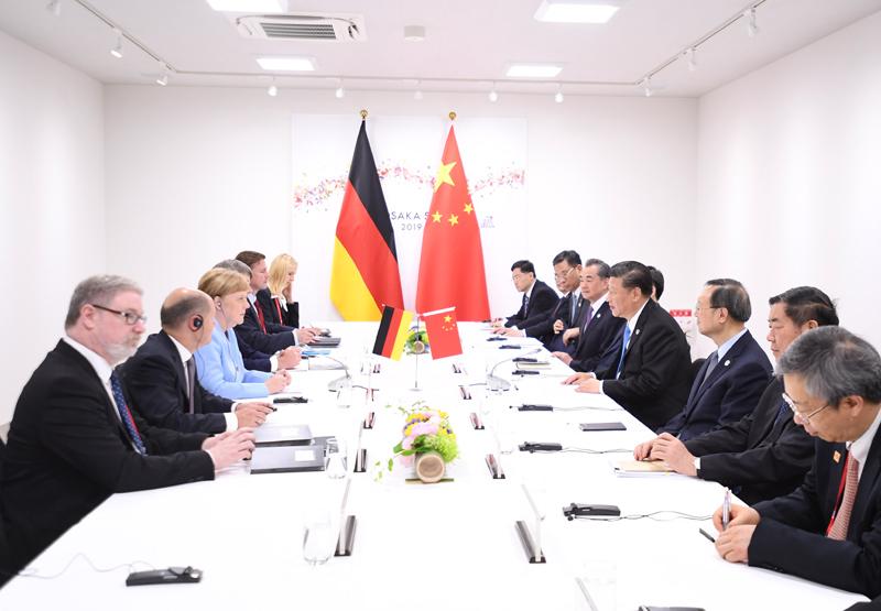 6月28日,国家主席习近平在大阪会见德国总理默克尔。新华社记者 燕雁 摄