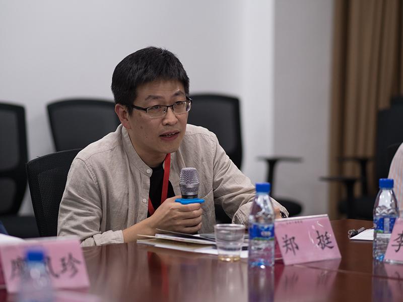 第九组郑挺学员在分组研讨中积极发言