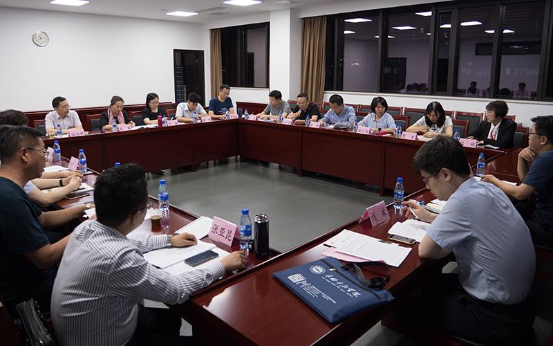 第十组学员在开展分组研讨