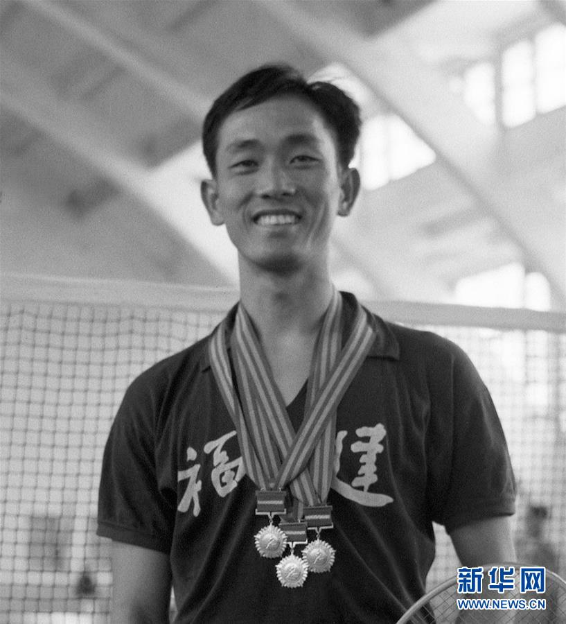 这是王文教在第一届全运会羽毛球男子单打比赛上夺得冠军(资料照片)。新华社记者章梅摄