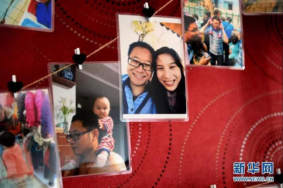 这是10月9日拍摄的李夏家中照片墙上的照片。  新华社发(黄博涵 摄)