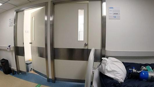 晓波、邱秀梅所在的普通病房。图中病床为晓波刚换下的ICU病床