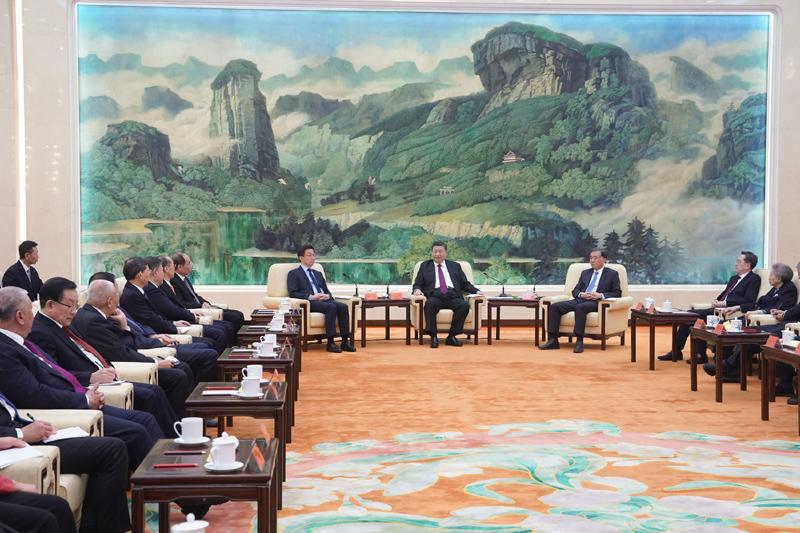 1月14日,习近平、汪洋、韩正等在北京人民大会堂同党外人士欢聚一堂,共迎佳节。新华社记者 鞠鹏 摄