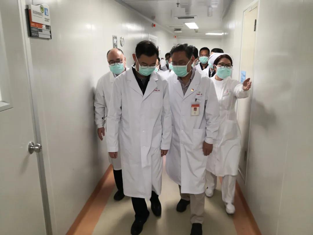 1月24日,大年三十,广州市市长温国辉来广医附一医院调研并检查疫情防控工作