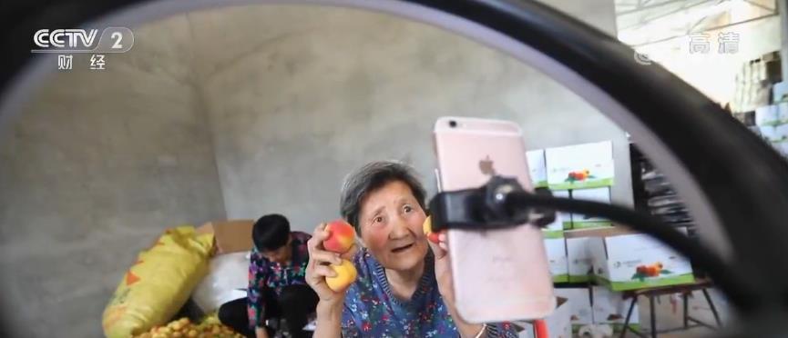 短视频催生三农创业新生机 80岁奶奶直播带货销量惊人