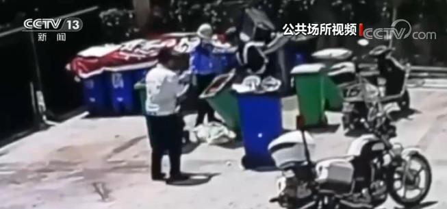 """""""马大哈""""误扔13万元现金 民警翻遍小区垃圾桶帮助寻回"""