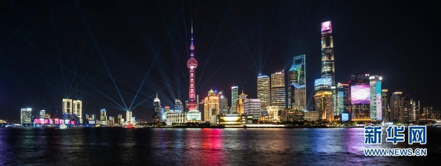 2020年11月4日拍摄的上海陆家嘴光影秀。新华社记者 张豪夫 摄