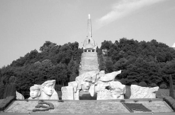 △红军长征突破湘江烈士纪念碑园
