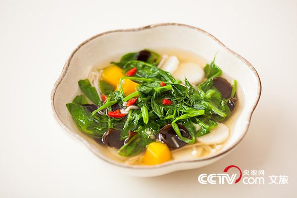 切勿长时间把青菜放在沸水中以免因高温烹煮损失营养