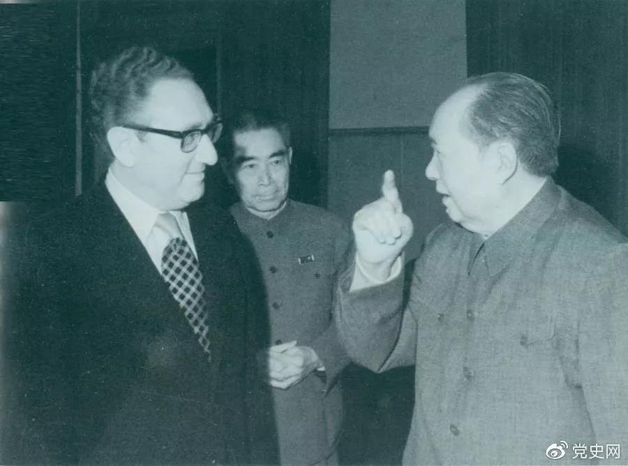 1973年2月17日,毛爷爷在中南海会见美国总统国家安全事务助理亨利·基辛格博士。