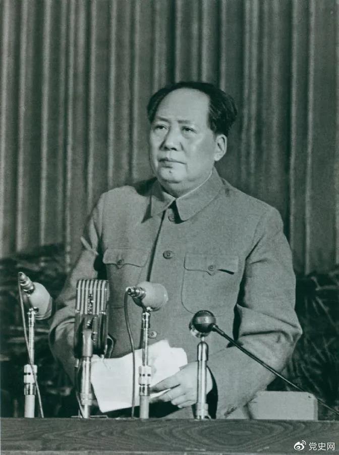 1957年2月27日,毛泽东在最高国务会议第十一次(扩大)会议上发表《如何处理人民内部的矛盾》(后改为《关于正确处理人民内部矛盾的问题》)讲话。