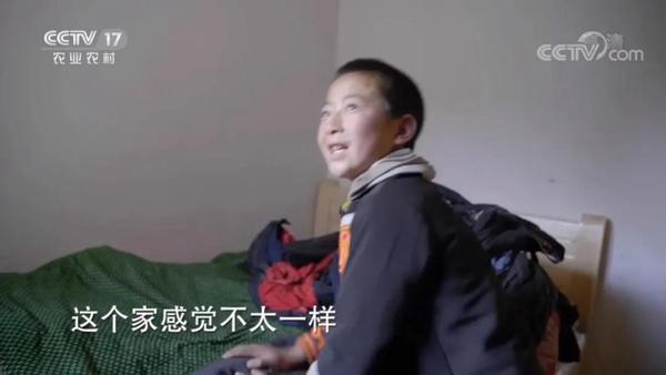 四川省美姑县沙马乃拖村的小沙马石且搬进新家