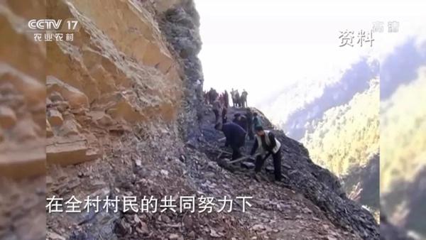 湖北省店子坪村村书记王光国带领村民开辟出一条公路