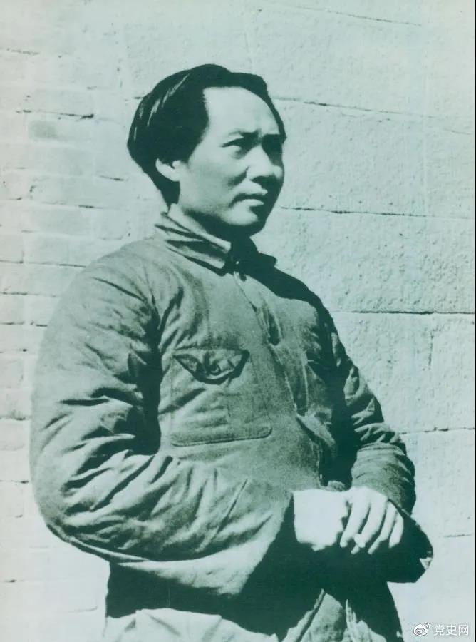 1936年2月至5月,毛泽东、彭德怀率军进行了东征战役。图为指挥东征战役时的毛泽东。