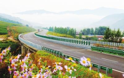 9月26日,通化至沈阳,通化至丹东两条高速公路和东北东部铁路最后一段