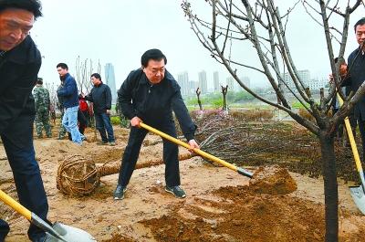 省城兰州举行义务植树活动
