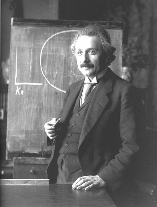 爱因斯坦是全世界公认的近一千年来最伟大的科学家,他依然着正装上