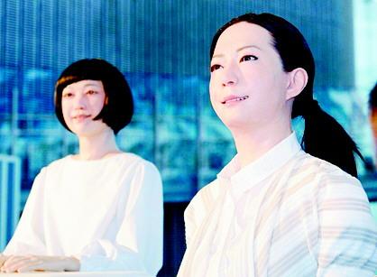 日本两款智能机器人脸部表情丰富细腻