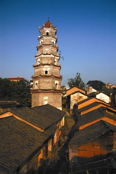 从桂林,沿漓江延绵画廊溯源而上,穿越百里诗水画山的意蕴,就来到荔浦