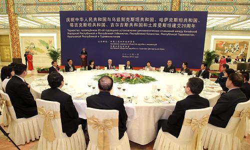 Вэнь Цзябао провел встречу с президентом РК Ли Мен Баком