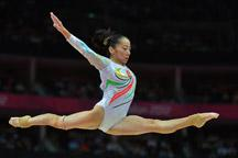 China´s Deng Linlin wins balance beam