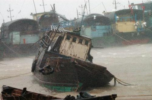 Photo taken on July 22, 2010 shows fishing boats anchored at Shapa Harbor in Yangjiang City, southern China's Guangdong Province. Chanthu, the third typhoon of the season, made landfall at the coastal area of Wuchuan City, southern China's Guangdong Province on Thursday afternoon, with winds near its center at 126 km per hour. Local meteorologists said Chanthu brought strong gales and torrential rains to many parts of the province, particularly in the west. (Xinhua/Zhou Ji)