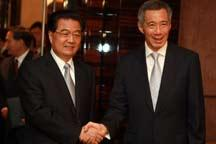 President Hu meets Singaporean leaders to discuss bilateral ties