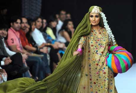 PakistanFashionWeekshowisamixofglamourandapprehension.(FilePhoto)
