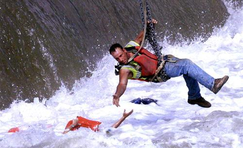 Mary Chind, winner of breaking-news photography: River rescue in downtown Des Moines: A woman is pulled from near the Center Street dam by construction worker Jason Oglesbee on Tuesday. A man who was with the unidentified woman died in the Des Moines River. A rescue team from the Des Moines Fire Department tried several times to rescue the woman but could not get close enough to her. (Published July 1, 2009)