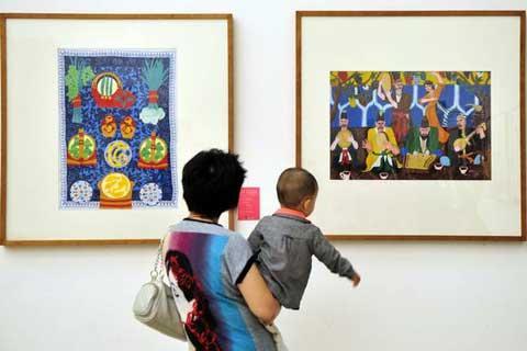 Over 400 exhibits are there to impress visitors with their bold strokes and strong dashes of color.