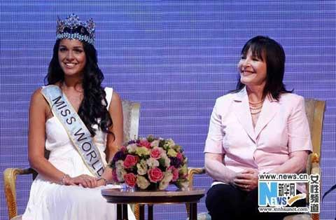 Reigning Miss World Kaiane Aldorino(L) graced the event's press conference in Beijing on Monday.