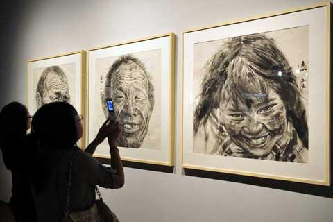TheongoingNationalPeasantPaintingExhibitionattheZhejiangArtMuseuminHangzhou,EastChina,hascausedastirinartcircles.