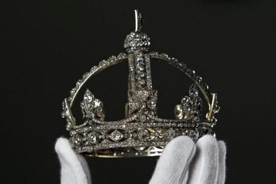 Sparkling Royal Jewels On Show At Buckingham Palace Cctv