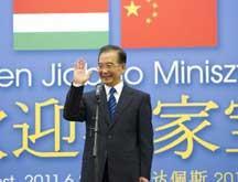Le PM chinois souligne le rôle des jeunes dans les relations bilatérales avec la Hongrie (SYNTHESE)