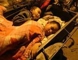 Séisme de Lushan: les victimes passent leur première nuit dehors