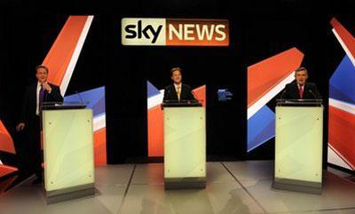 Labour'sPrimeMinisterGordonBrown,right,ConservativeleaderDavidCameron,left,andLiberalDemocratPartyleaderNickClegg,centre,takepartinBritain'ssecondtelevisedelectiondebateinBristol,England,Thursday,April22,2010.(APPhoto/StefanRousseau,Pool)