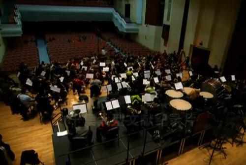 中国爱乐乐团120名艺术家激情演绎主题音乐