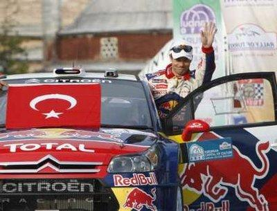SebastienLoebofFranceonhisCitroenC4WRCwavestofansduringthestartoftheFIAWorldRallyChampionshipTurkeyRallyinIstanbulApril15,2010.REUTERS/OsmanOrsal(TURKEY-Tags:SPORTMOTORRACING)