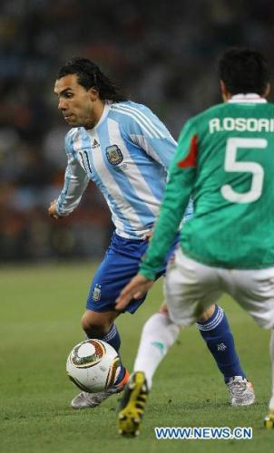 Carlos Tevez scored two goals and Gonzalo Higuain added another to give Argentina a 3-1 win over Mexico and a spot in the World Cup quarter finals.