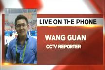 Reporter: HK athlete continues cycling race though injured in crash