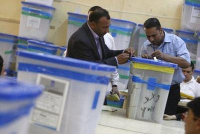 Iraqi staffers at the electoral counting and sorting center in Baghdad. The final results from Iraq's March 7 parliamentary polls will be published on March 26, according to the the spokesman for the country's election commission. (AFP/File/Ahmad al-Rubaye)