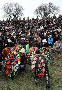 Kyrgyz people attend mass burials at the Ata-Beyit memorial complex outskirts of Bishkek. The United States has started sending aid to Kyrgyzstan after the unrest this week in which scores were killed and saw the opposition seize control of the Central Asian nation, the US embassy said Saturday.(AFP/Vyacheslav Oseledko)
