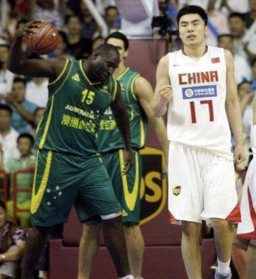 <center>中国男篮74-61澳洲男篮 郭家军取两连胜</center>