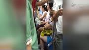 实拍深圳地铁龙岗线女乘客互殴